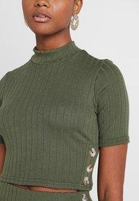 Miss Selfridge - HIGH NECK - T-Shirt print - khaki - 4