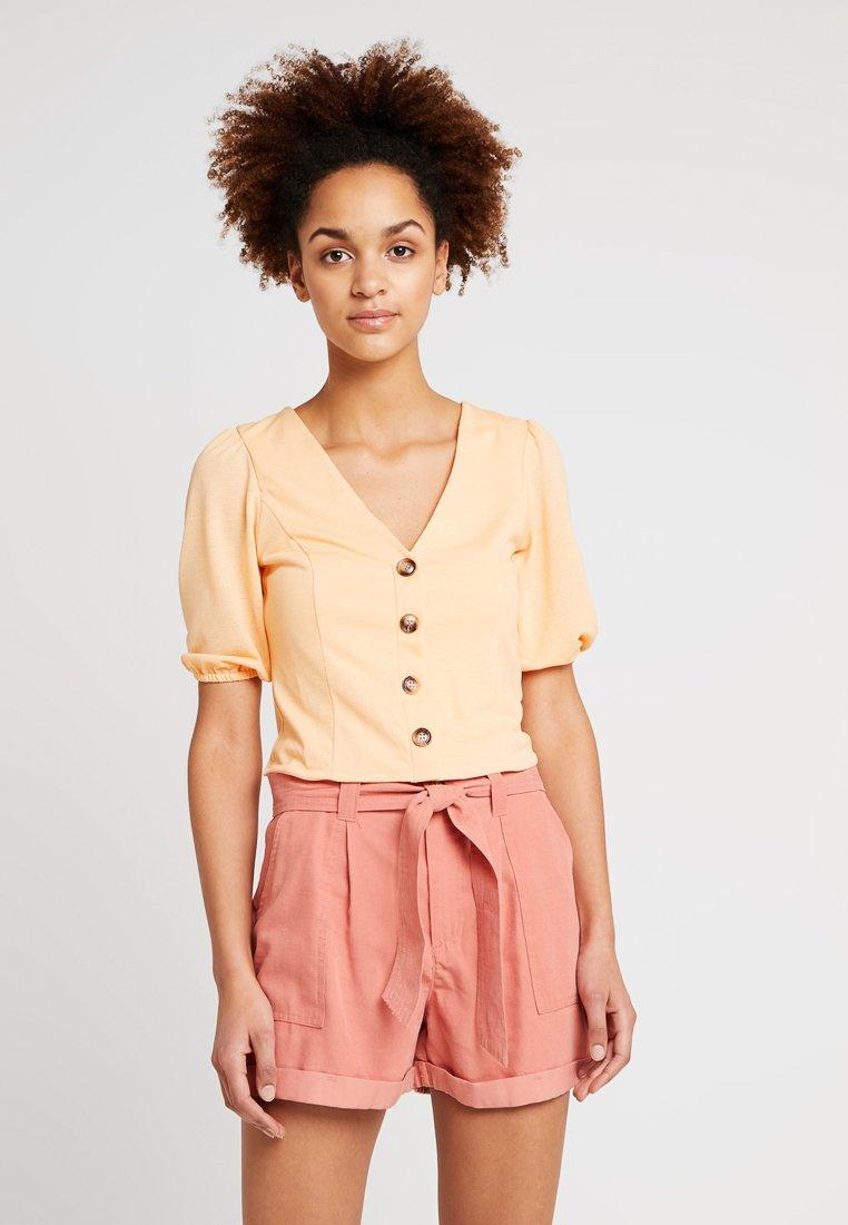 Miss Selfridge - SWEETHEART BUTTON THROUGH - Camiseta estampada - ochre