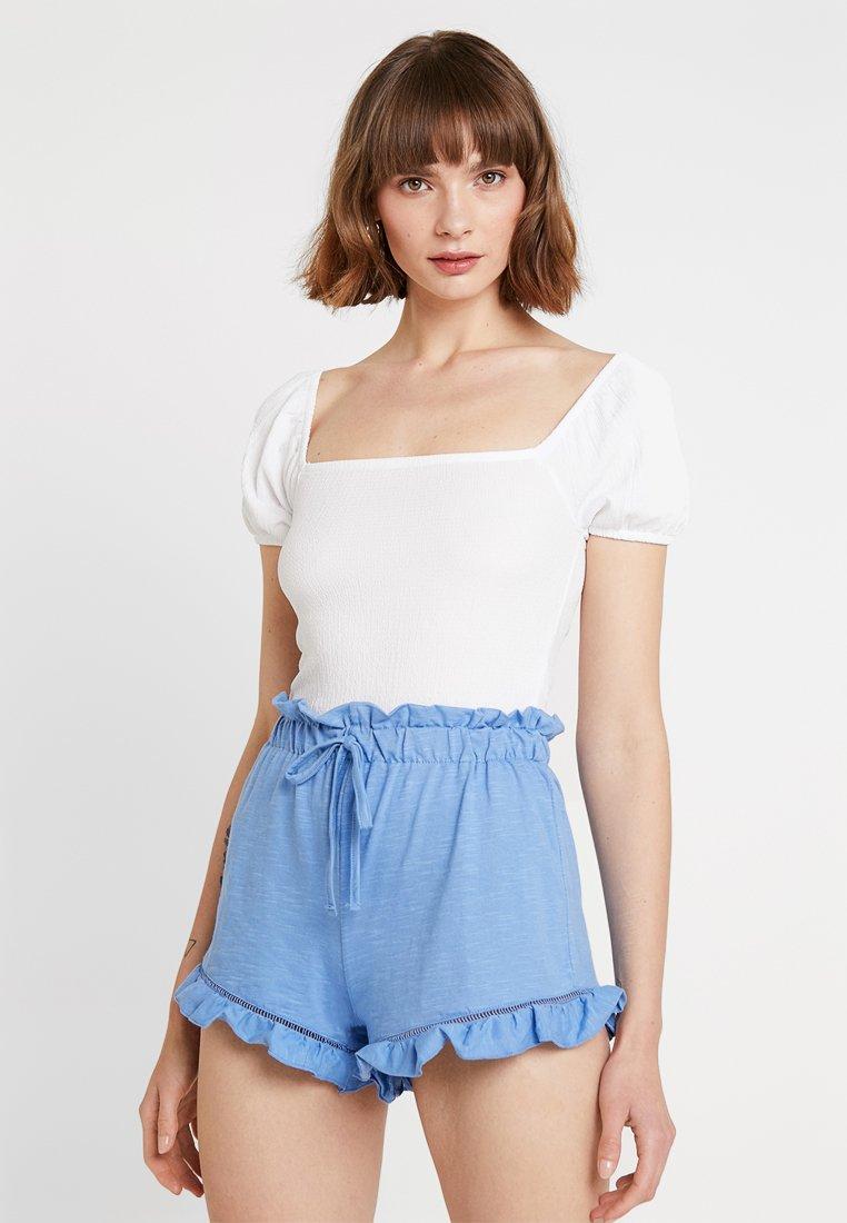 Miss Selfridge - TEXTURED PUFF SLEEVE - Camiseta estampada - white