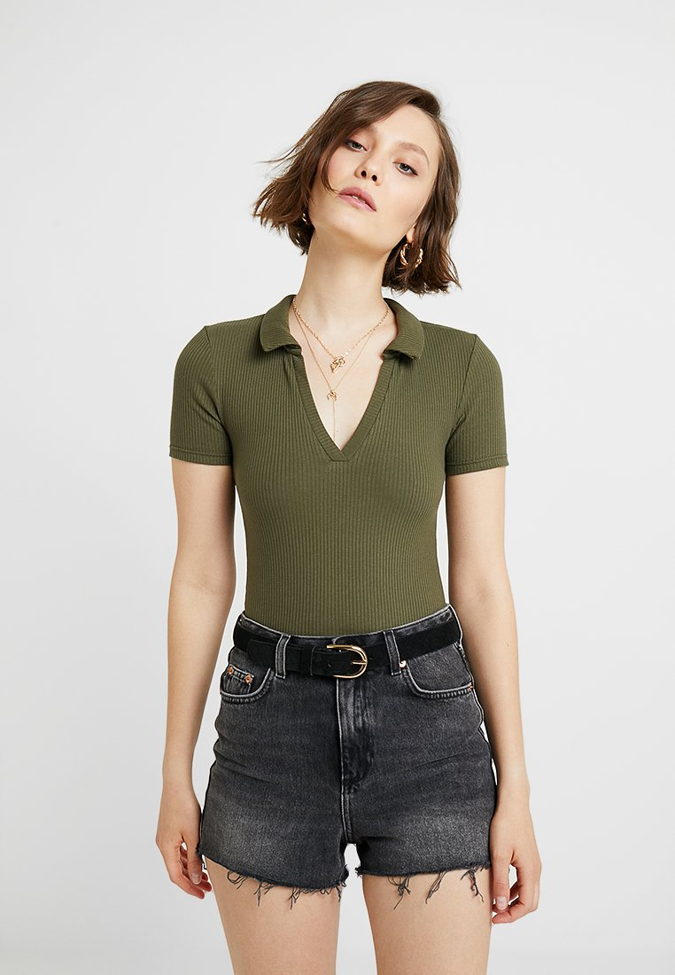 Miss Selfridge - COLLAR V NECK - Print T-shirt - khaki