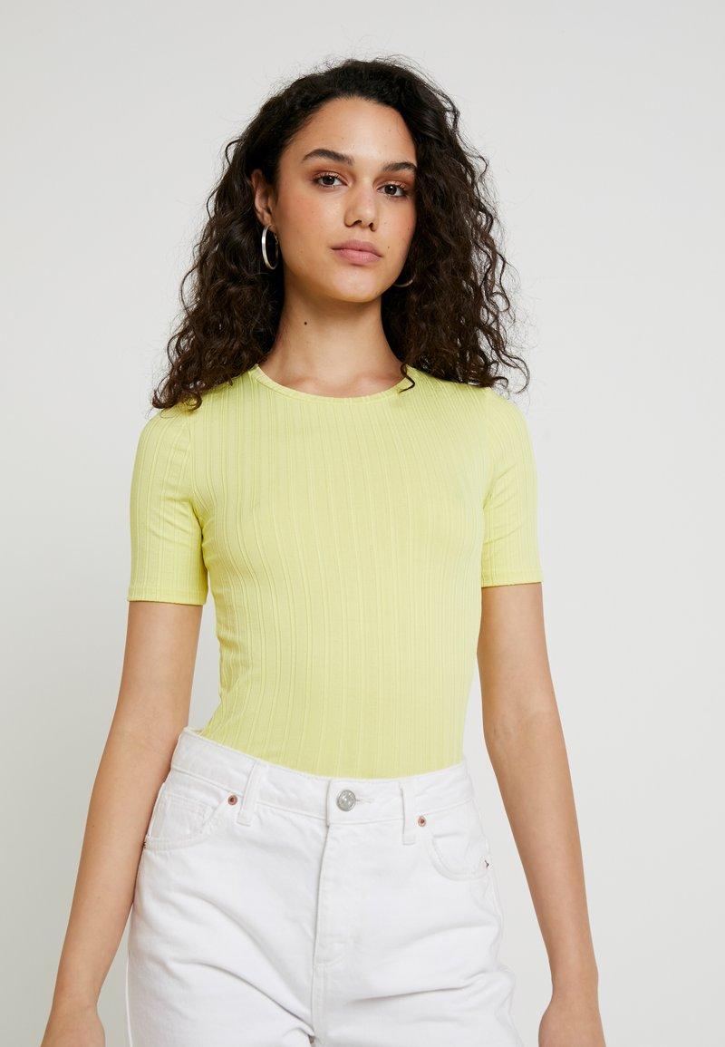 Miss Selfridge - CLEAN TEE - T-Shirt print - lime