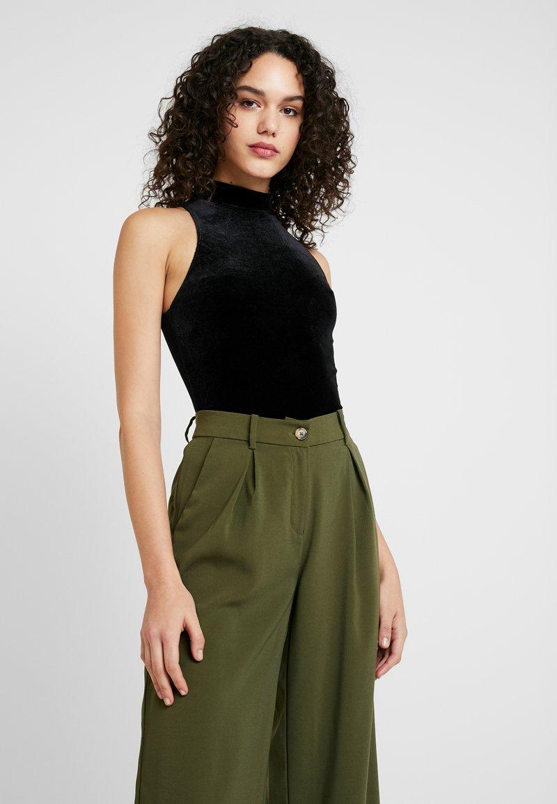 Miss Selfridge - FUNNEL NECK CROP - Top - black