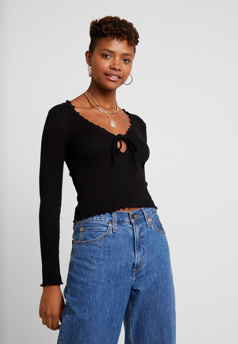 Miss Selfridge - TIE FRONT LETTUCE - Bluzka z długim rękawem - black