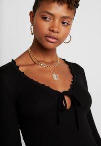 Miss Selfridge - TIE FRONT LETTUCE - Bluzka z długim rękawem - black - 4