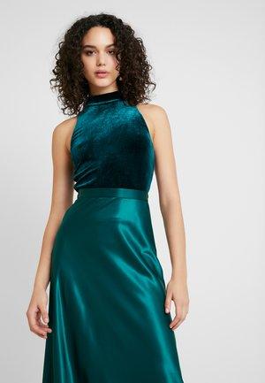 FUNNEL NECK CROP - Top - emerald