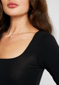 Miss Selfridge - SQUARE NECK - Maglietta a manica lunga - black - 5