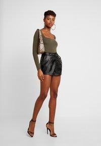 Miss Selfridge - SQUARE NECK BODY - Maglietta a manica lunga - khaki - 1