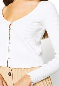 Miss Selfridge - BUTTON TRHOUGH - Long sleeved top - white