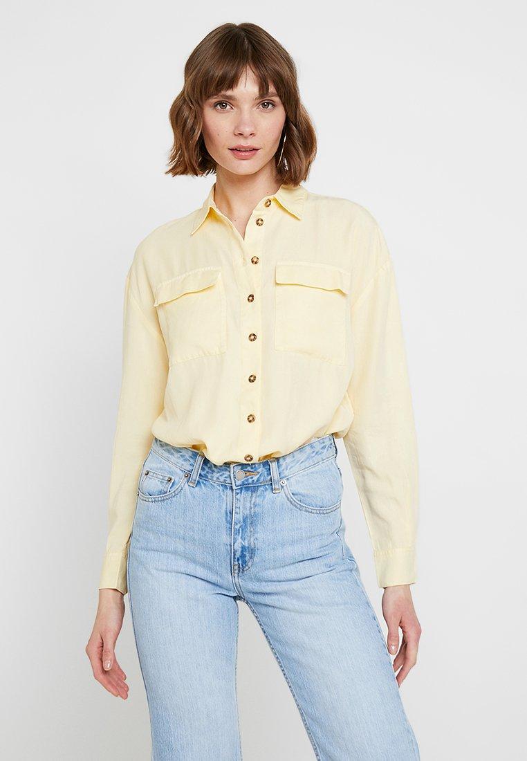 Miss Selfridge - BUTTON THROUGH - Košile - yellow