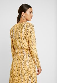 Miss Selfridge - CHEETAH TIE FRONT BLOUSE - Bluser - tan - 2