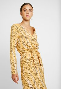 Miss Selfridge - CHEETAH TIE FRONT BLOUSE - Bluser - tan - 3