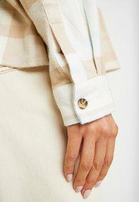 Miss Selfridge - OVERSIZED BOXY CHECK - Skjorta - beige - 5