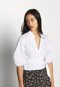 Miss Selfridge - BLOUSON WRAP - Camicetta - white - 3