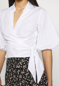 Miss Selfridge - BLOUSON WRAP - Camicetta - white - 5