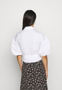 Miss Selfridge - BLOUSON WRAP - Camicetta - white