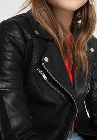 Miss Selfridge - BELLA BIKER - Veste en similicuir - black - 6