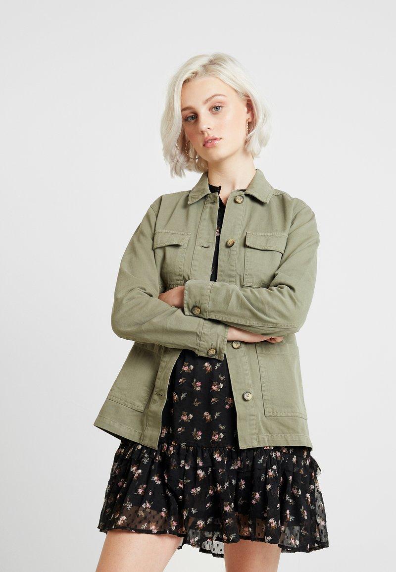 Miss Selfridge - LONGLINE UTILITY SHACKET - Denim jacket - khaki