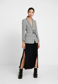 Miss Selfridge - MONO CHECK BELT - Cappotto corto - mono - 1