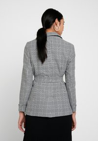 Miss Selfridge - MONO CHECK BELT - Cappotto corto - mono - 2