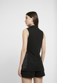 Miss Selfridge - TUX SLEEVELESS WAISTCOAT - Waistcoat - black - 2
