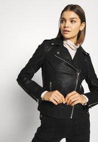 Miss Selfridge - FRANKIE BIKER - Chaqueta de cuero sintético - black - 3