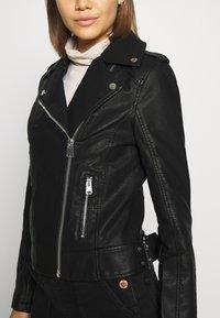 Miss Selfridge - FRANKIE BIKER - Chaqueta de cuero sintético - black - 6