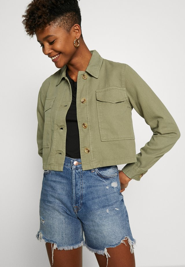 OVERSIZE POCKET SHACKET TRIAL - Giacca di jeans - khaki