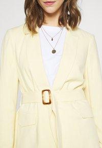 Miss Selfridge - BELTED - Manteau court - lemon - 5