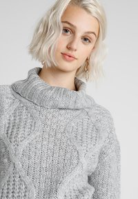 Miss Selfridge - CHUNKY CABLE ROLL NECK - Svetr - grey - 3