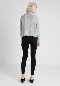 Miss Selfridge - CHUNKY CABLE ROLL NECK - Svetr - grey - 2