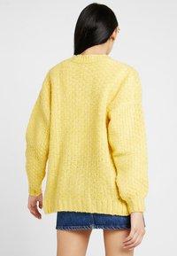 Miss Selfridge - CABLE BOBBLE CARDIGAN - Kardigan - yellow - 2