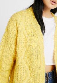 Miss Selfridge - CABLE BOBBLE CARDIGAN - Kardigan - yellow - 4