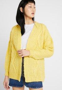 Miss Selfridge - CABLE BOBBLE CARDIGAN - Kardigan - yellow - 0