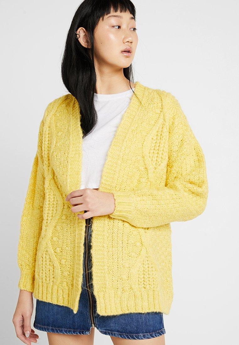Miss Selfridge - CABLE BOBBLE CARDIGAN - Kardigan - yellow