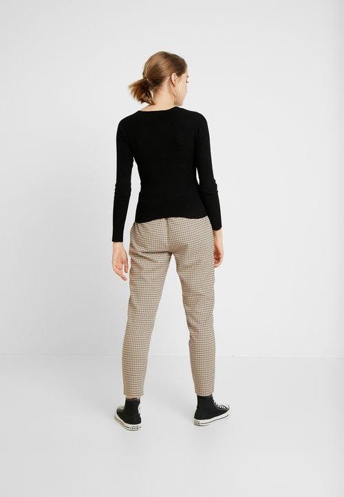 Miss Selfridge SQUARE NECK - Sweter - black Odzież Damska XVUB-GP8 w ofercie