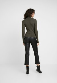 Miss Selfridge - ROLL NECK REPEAT - Maglione - khaki - 2