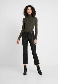 Miss Selfridge - ROLL NECK REPEAT - Stickad tröja - khaki - 1