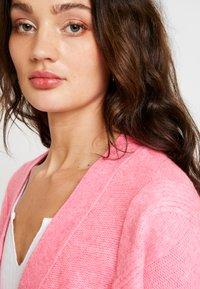 Miss Selfridge - CABLE CARDIGAN - Cardigan - bright pink - 3