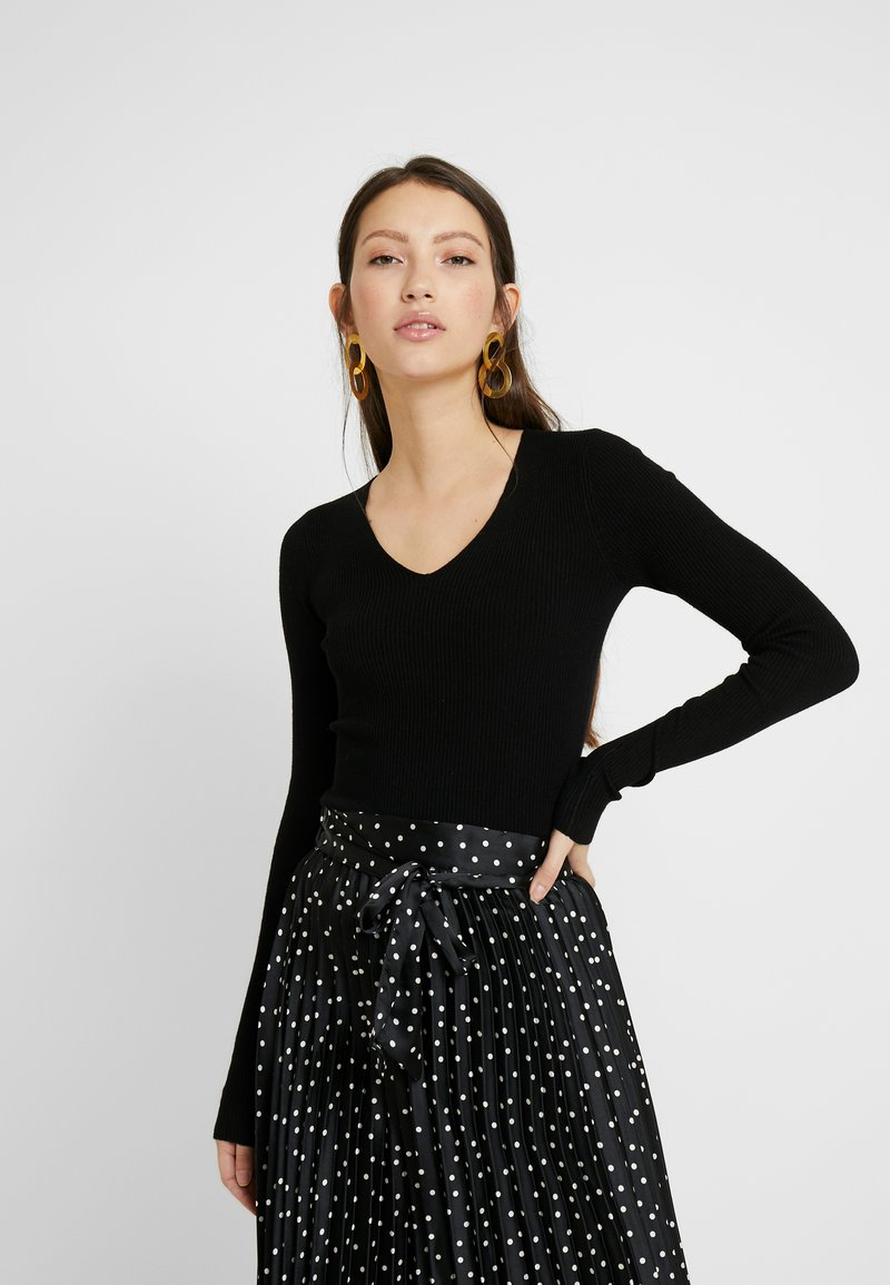 Miss Selfridge - CUFF V NECK - Svetr - black