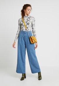 Miss Selfridge - PLEAT FRONT WIDE LEG - Flared Jeans - blue - 1