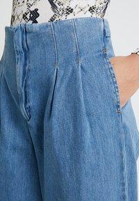 Miss Selfridge - PLEAT FRONT WIDE LEG - Flared Jeans - blue - 4