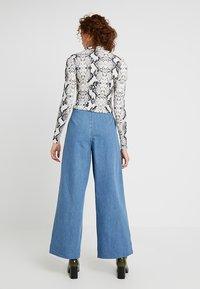 Miss Selfridge - PLEAT FRONT WIDE LEG - Flared Jeans - blue - 2