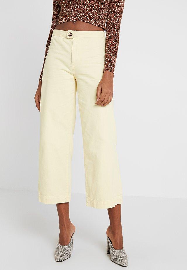 YELLOW TAB  - Shorts - yellow