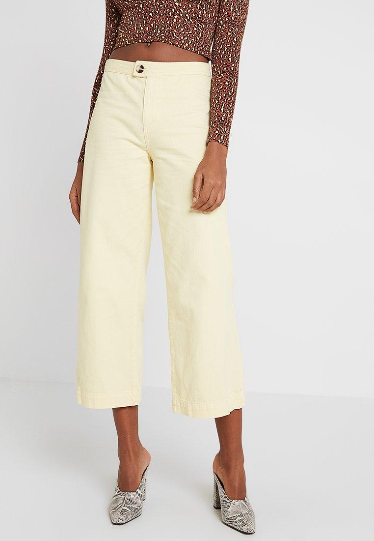 Miss Selfridge - YELLOW TAB  - Shorts - yellow