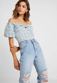 Miss Selfridge - EXTREME RIP - Relaxed fit jeans - light blue - 3