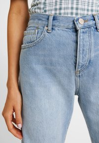 Miss Selfridge - EXTREME RIP - Relaxed fit jeans - light blue - 6