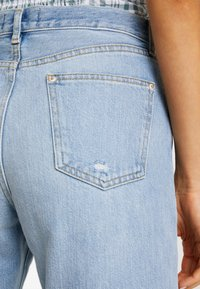 Miss Selfridge - EXTREME RIP - Relaxed fit jeans - light blue - 4