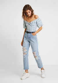 Miss Selfridge - EXTREME RIP - Relaxed fit jeans - light blue - 1
