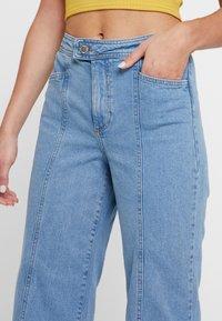 Miss Selfridge - FRONT SEAM - Flared jeans - mid blue - 5