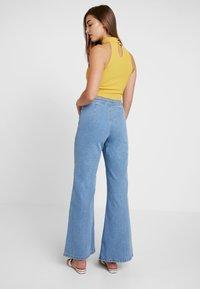 Miss Selfridge - FRONT SEAM - Flared jeans - mid blue - 3